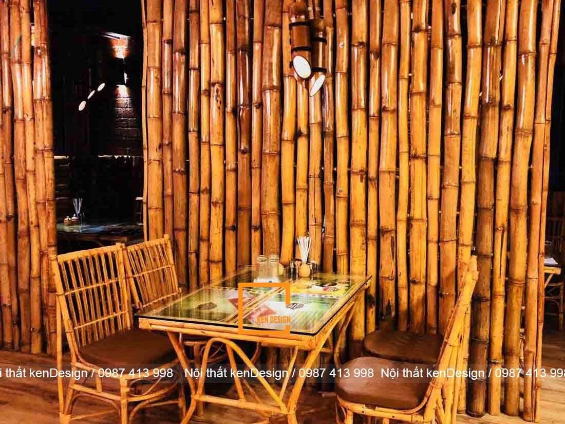 Lựa chọn bàn bằng tre mặt gỗ hoặc kính