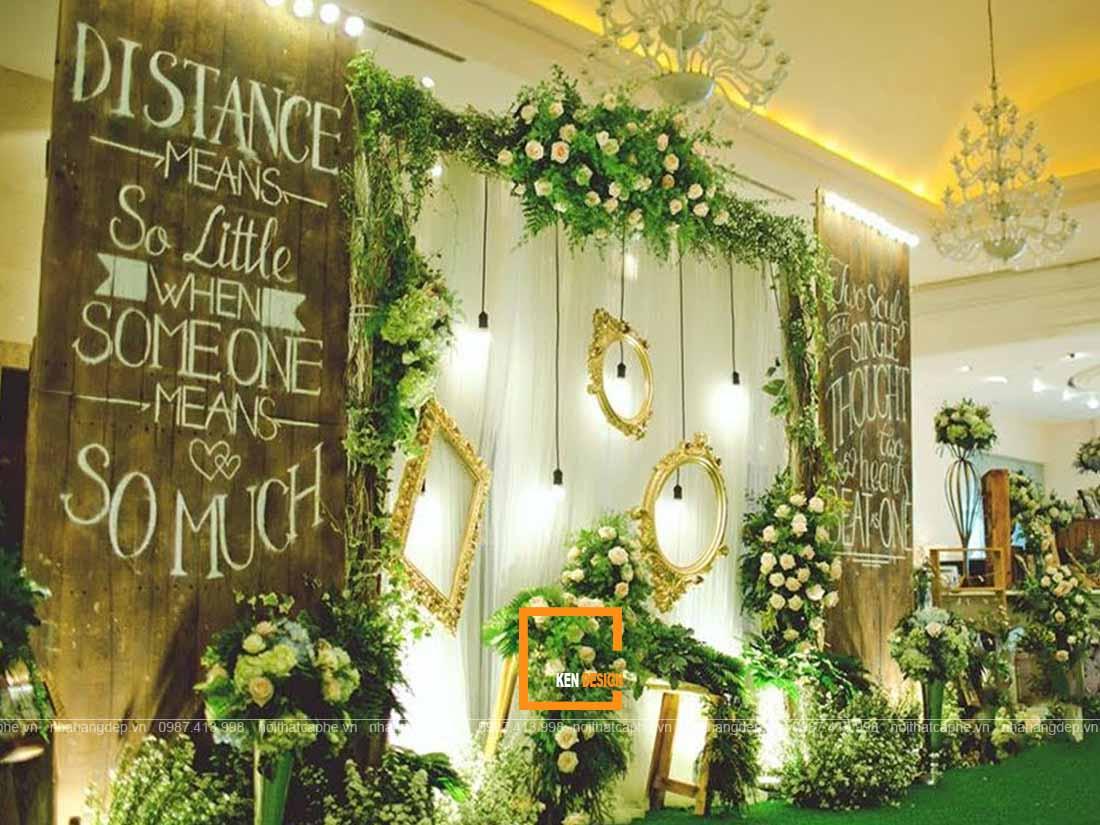 Trang trí hoa trong thiết kế nhà hàng tiệc cưới